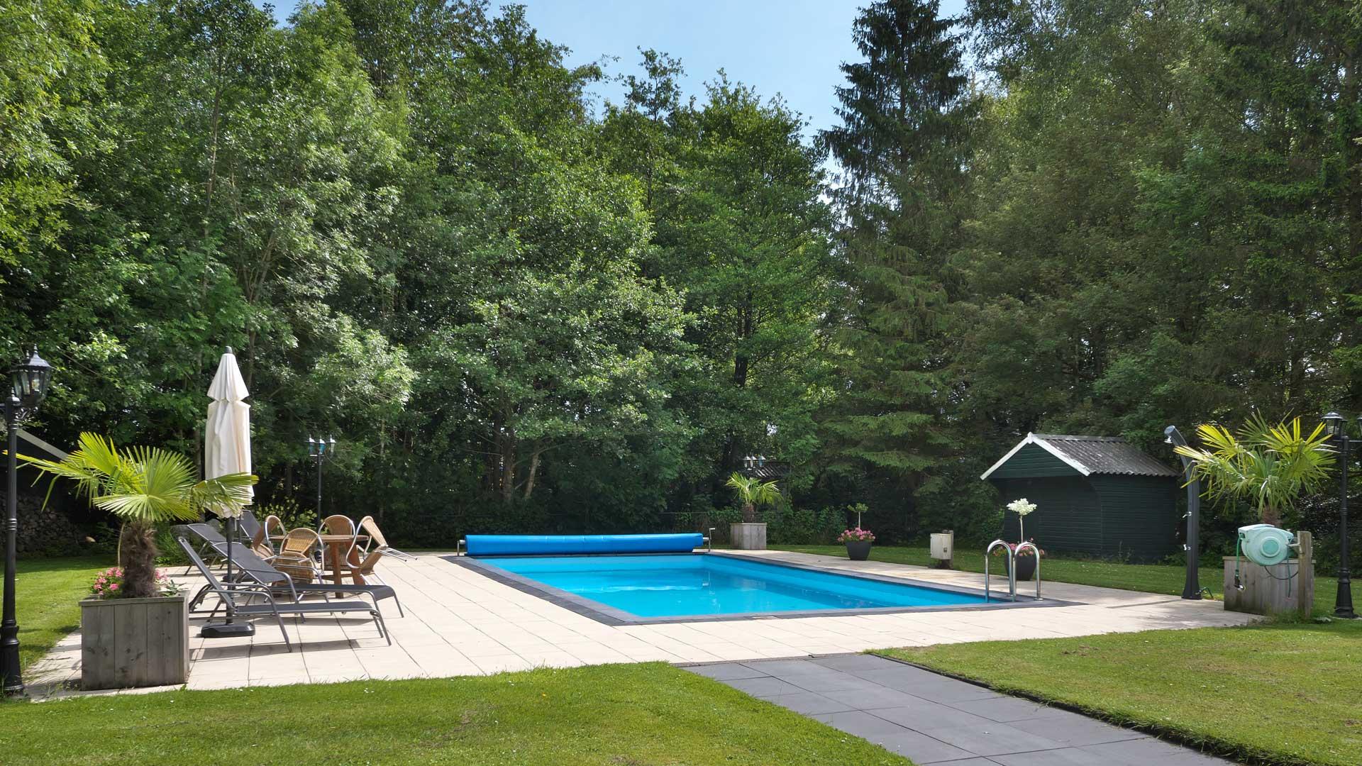 zwembad overzicht bed and breakfast haren